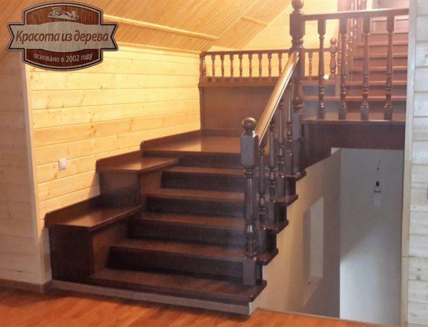 Лестница из бука в чайный домик