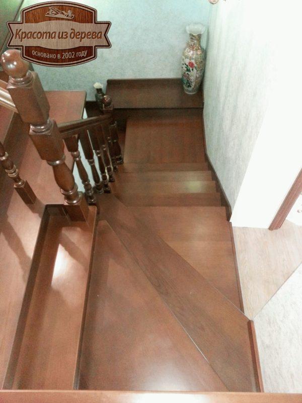 Лестница из бука на второй и третий этаж в с.Раменье Владимирской области