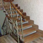 Лестница на металлокаркасе в 2 этажном доме