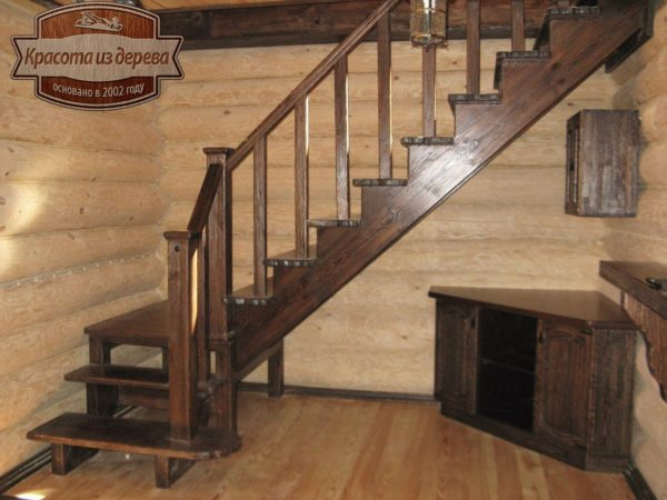 Лестница из массива сосны в бане